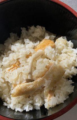 片麻痺の料理(鮭ハラスの炊き込みご飯)