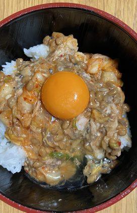 片麻痺の料理(鯖缶とキムチ納豆)